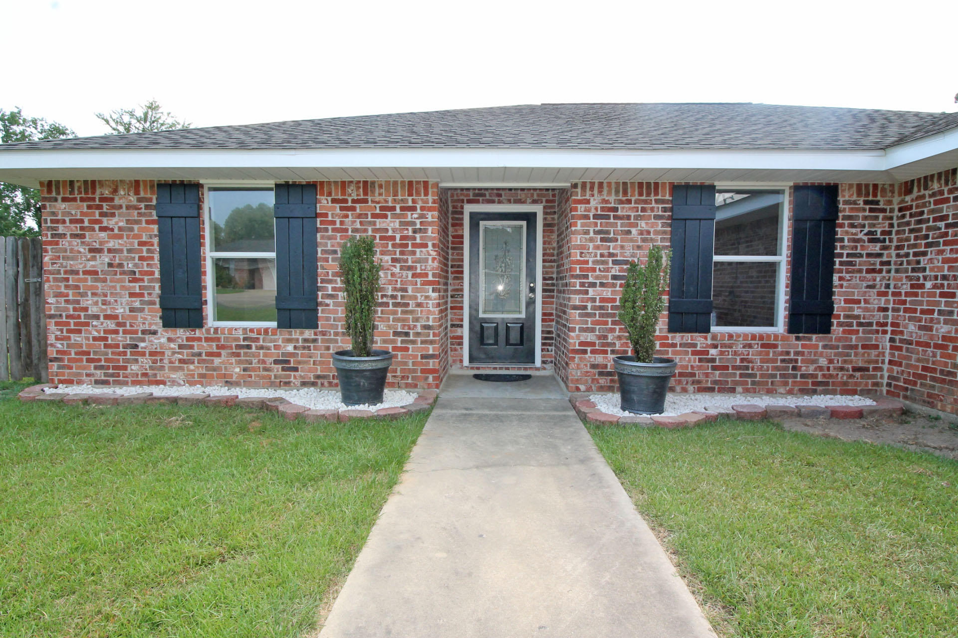 DeRidder home for sale, 109 Maverick St, DeRidder LA - $175,600