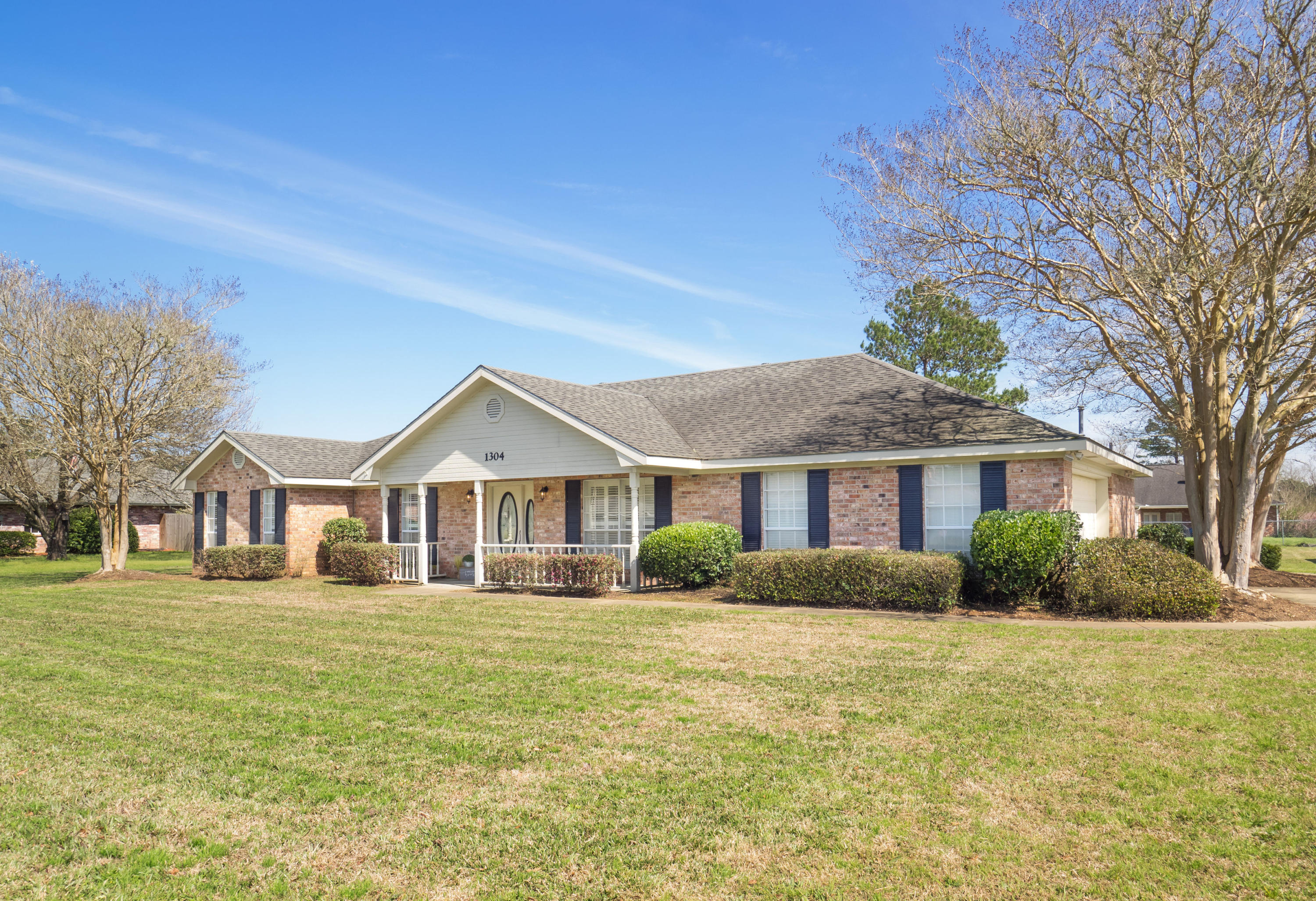 DeRidder home for sale, 1304 Allison Dr, DeRidder LA - $245,500