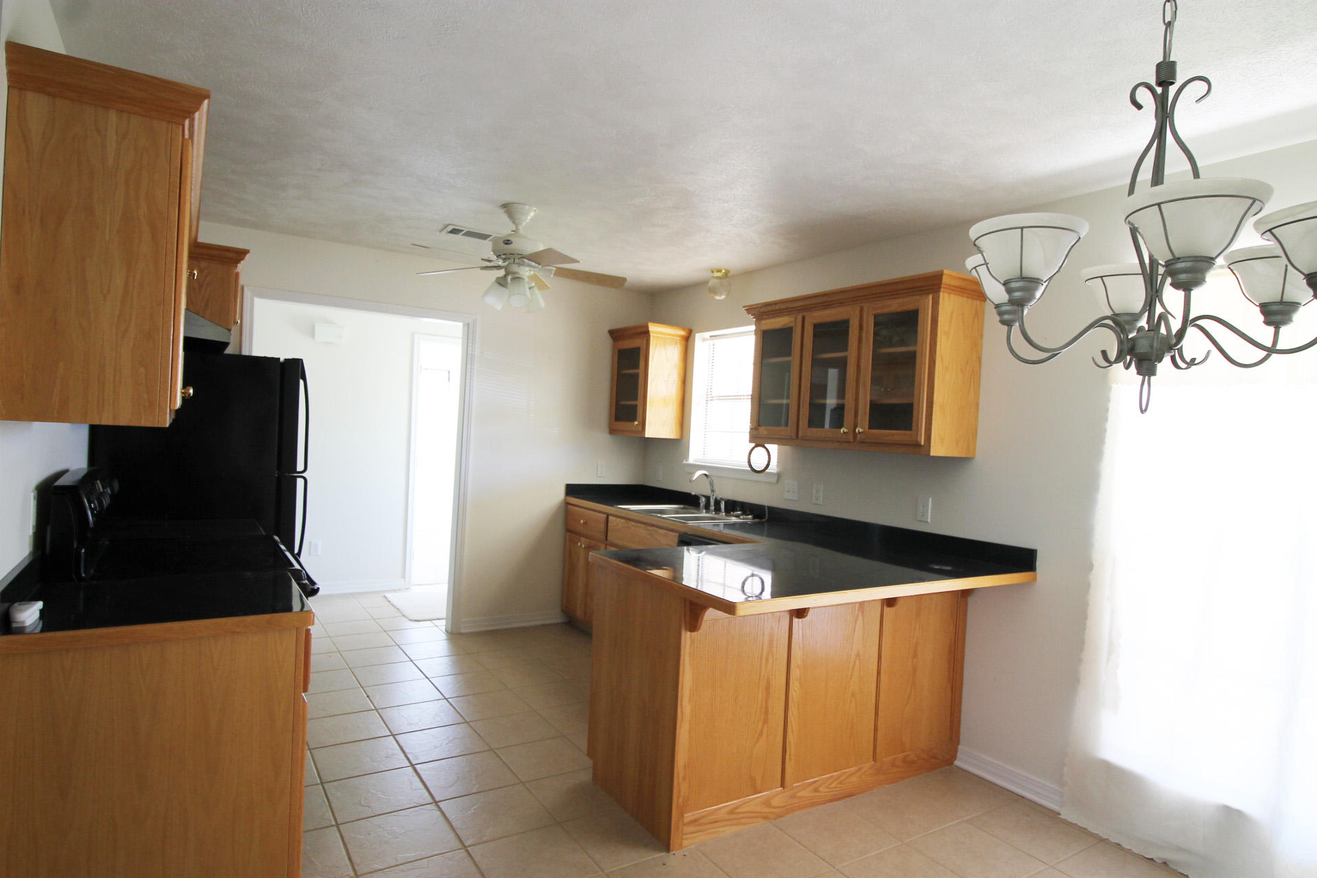 DeRidder home for sale, 1646 Lakeview St, DeRidder LA - $209,900