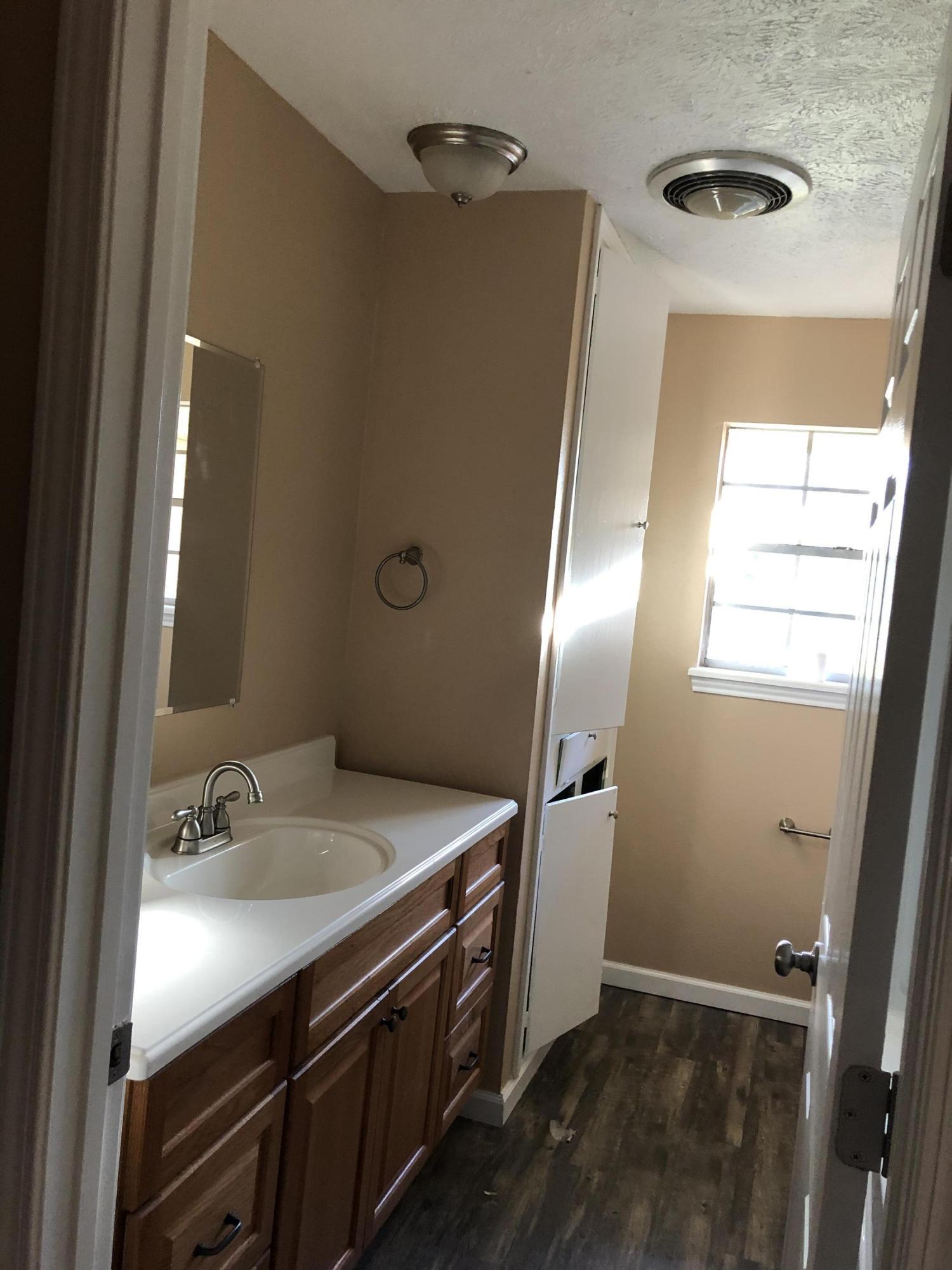 DeRidder home for sale, 1811 Woodlawn St, DeRidder LA - $149,900