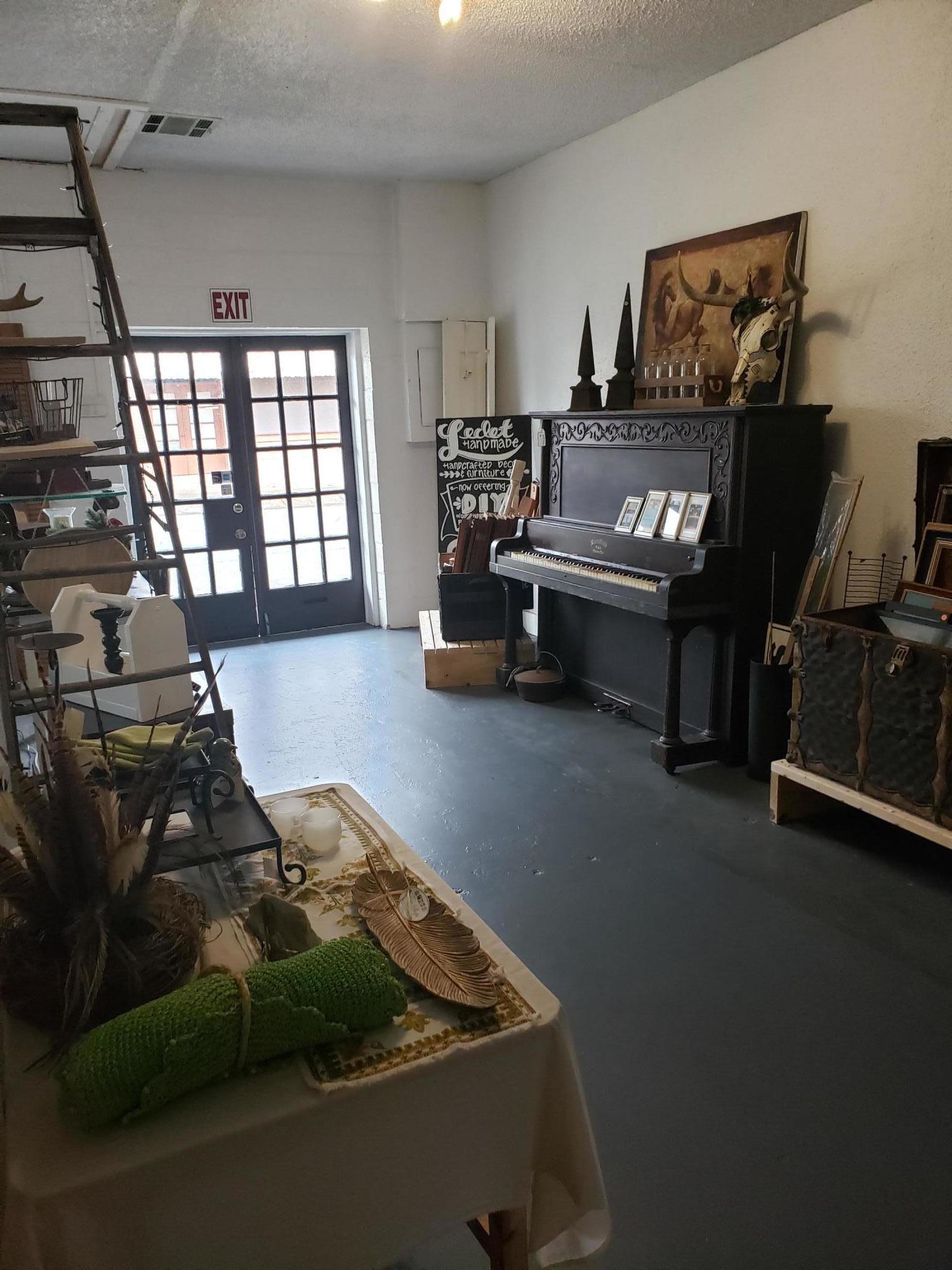 Leesville commercial property for sale, 406 S 3rd St, Leesville LA - $125,000