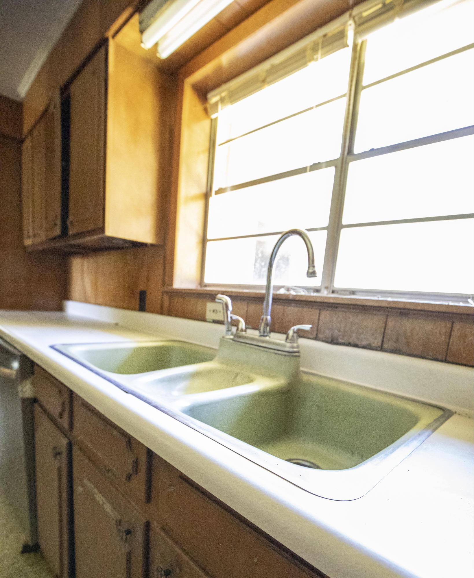 Leesville home for sale, 611 S 1st St, Leesville LA - $125,000